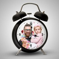 ساعة منبه بصورة خاصة